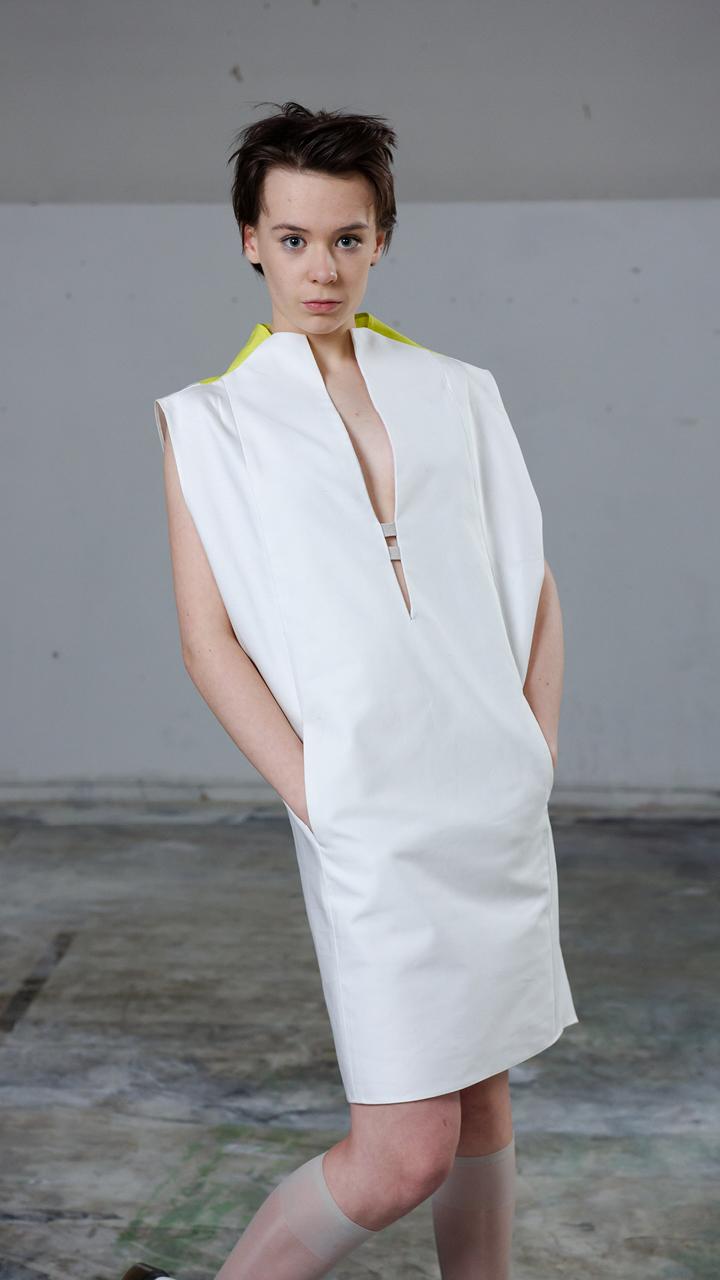 white, slitted, widedress, linen, canvas, sustainablefashion, slowfashion, madeinberlin, avantgardefashion, chique, comfortable, pocket